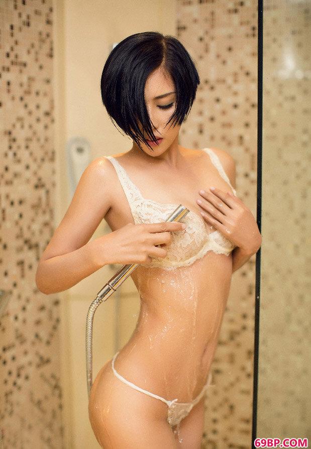 尤果娜依灵儿大尺度沐浴人体图片_护士的下面又紧又湿又热