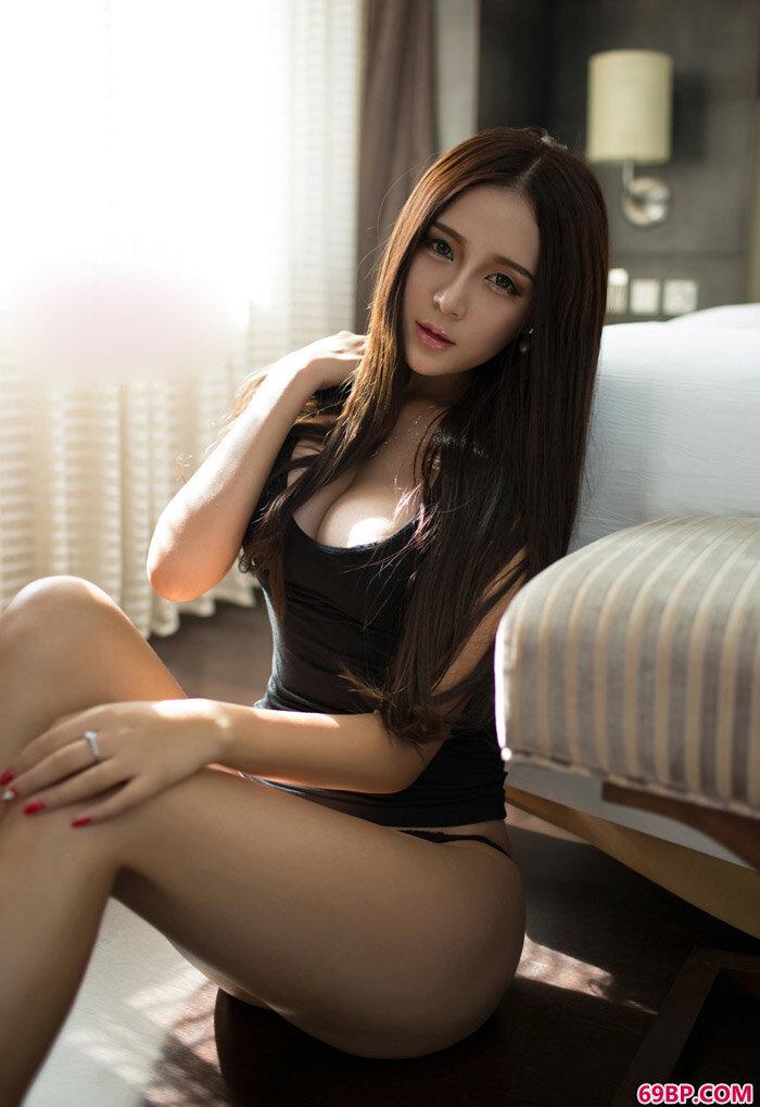Ugirls朱赢美艳纹身性感内衣私房照_胸大的姑娘中国