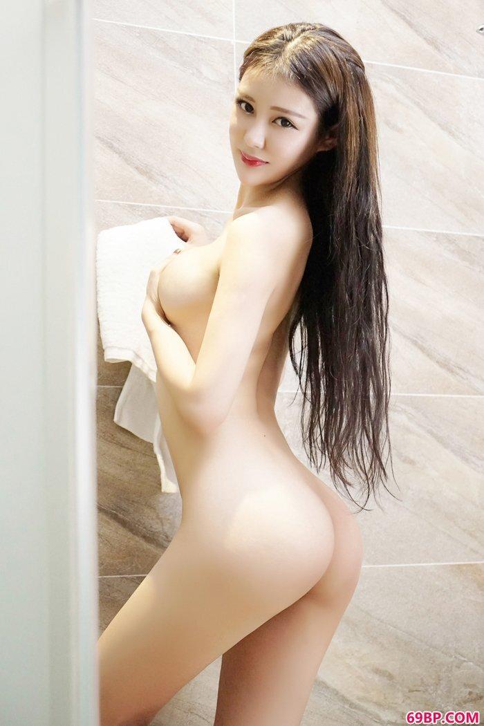 美丽靓妹王乔恩袒胸露乳大尺度艺术照_又湿又滑的粉嫩15P动图