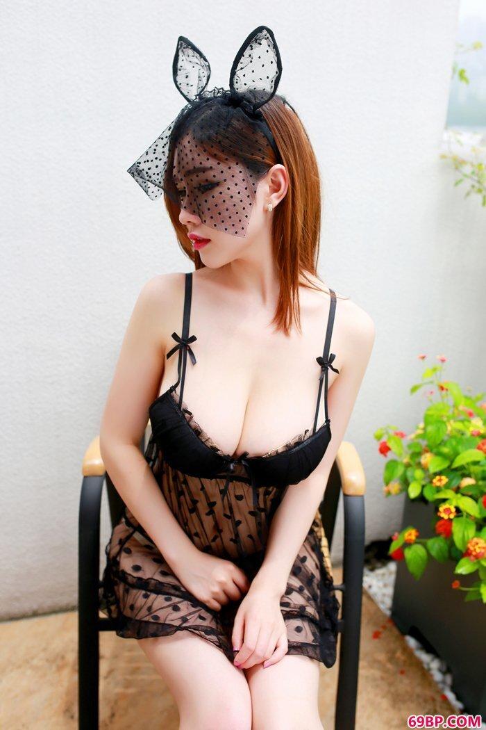 红唇女护士巨胸巨臀好身段无比勾魂_中国裸体丰满女人艺术照