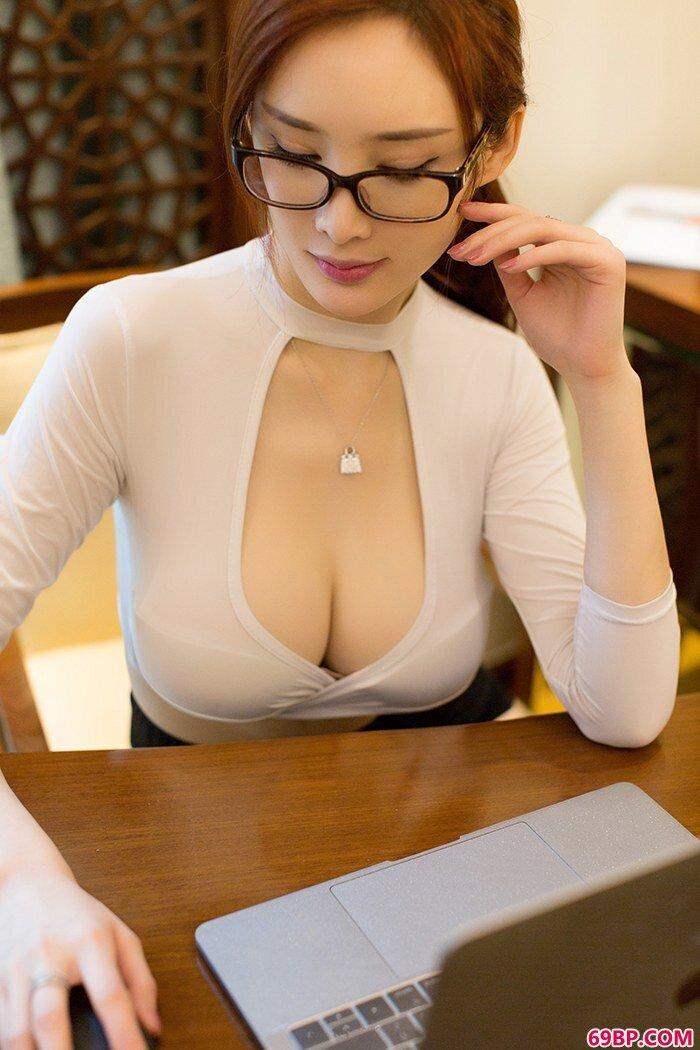 性感女秘书情趣泳装让人欲火焚身_中年肉感老熟妇