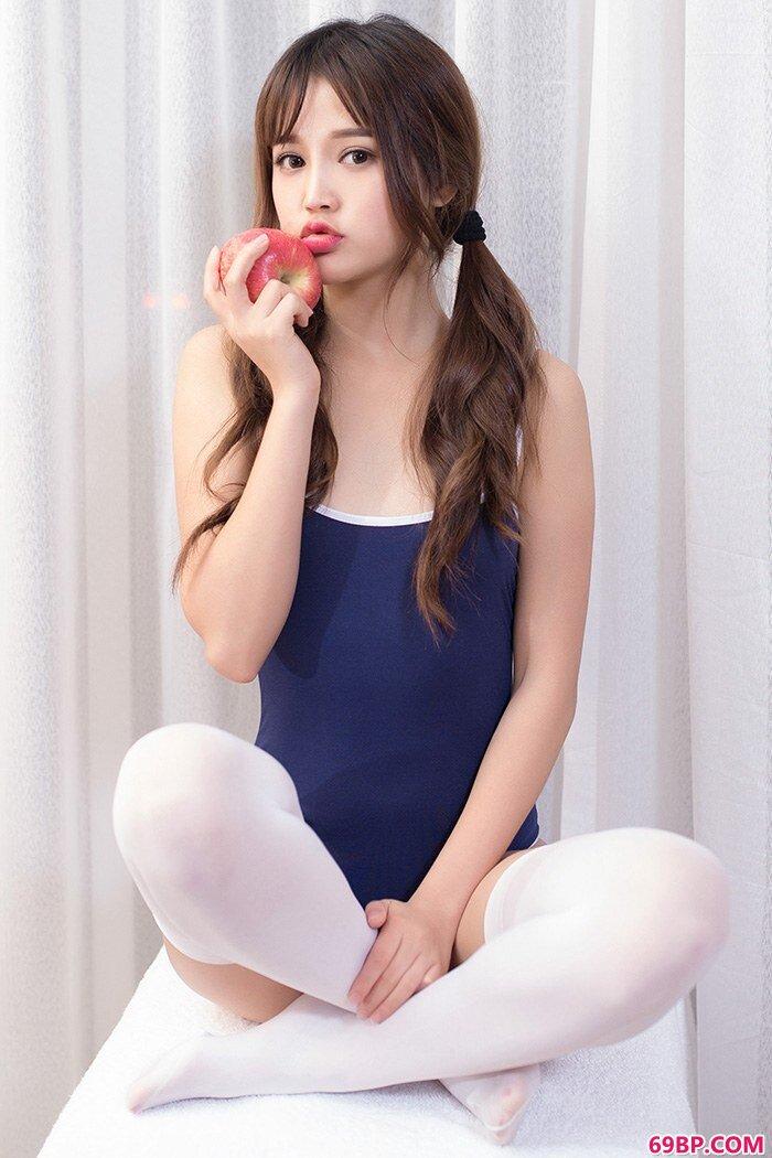 邻家嫩模米璐白袜及膝漂亮又勾人_中国西西人体动态图片