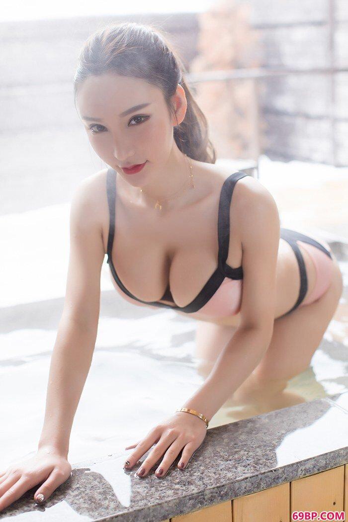 美丽美娇娘周于希温泉中白净胴体诱惑_大的人体gogo