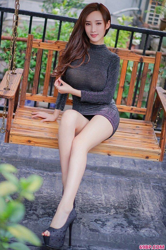 风情美妇人周妍希镂空黑纱裙无比性感_嫩交15P