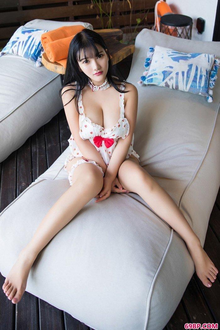 萌系靓妹小尤奈杏脸桃腮含苞欲放_被老外折腾的华裔女