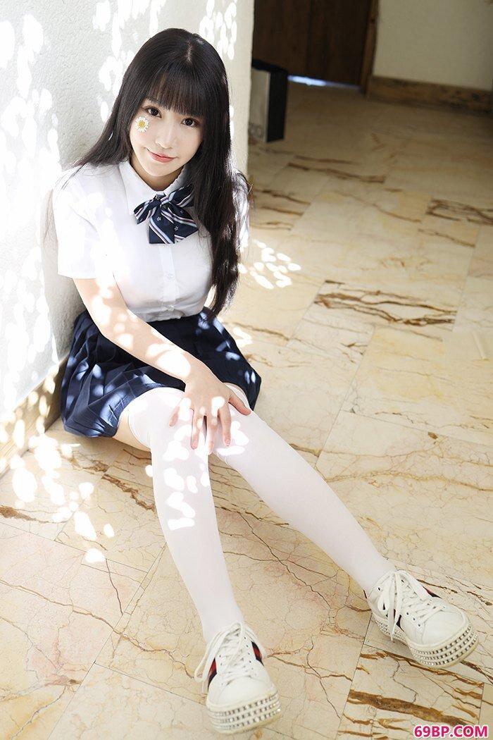 激萌学生妹朱可儿白皙大胸撩裙诱惑_艳舞写真@油