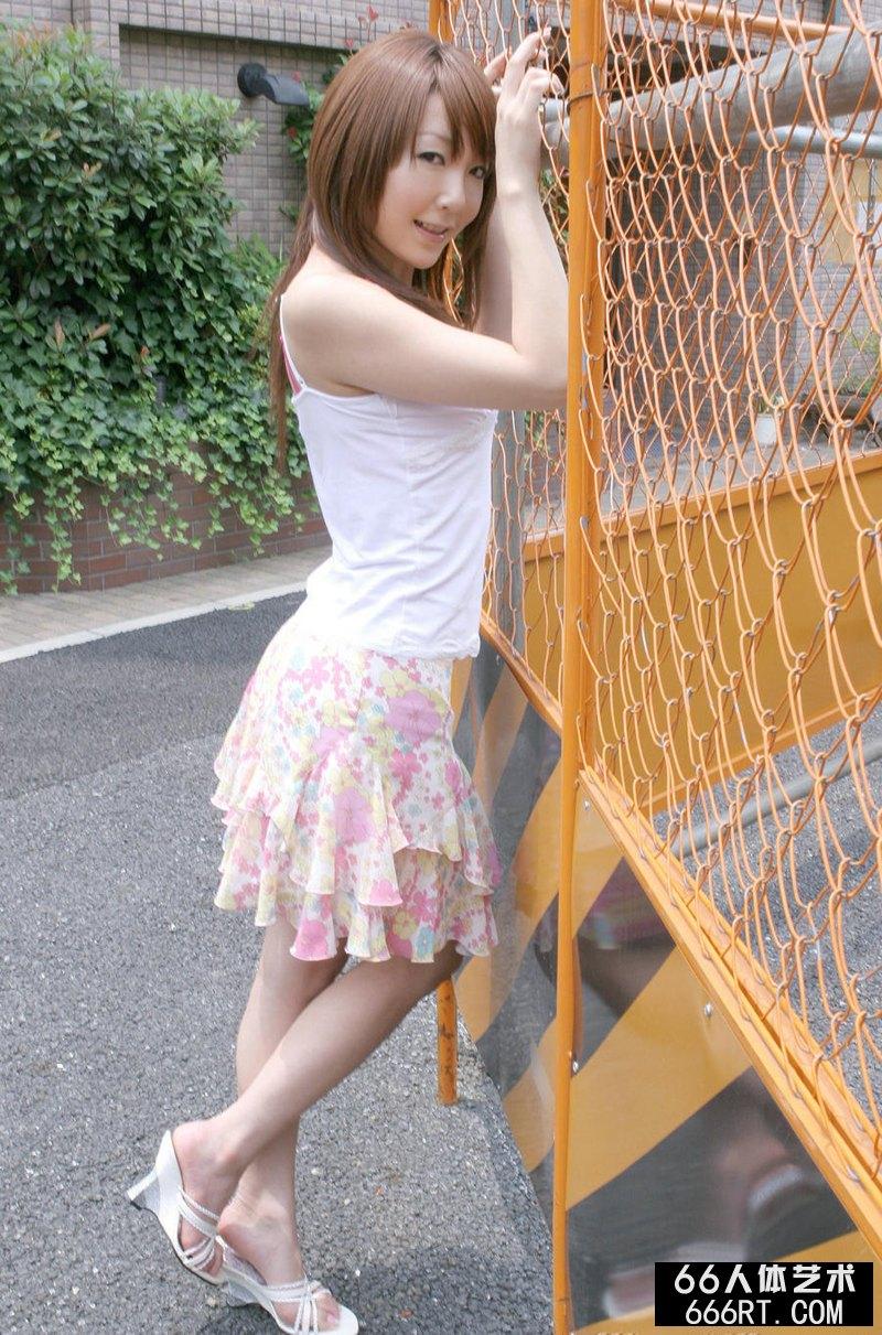 美艳美妇伊藤あずさ生活中的写照