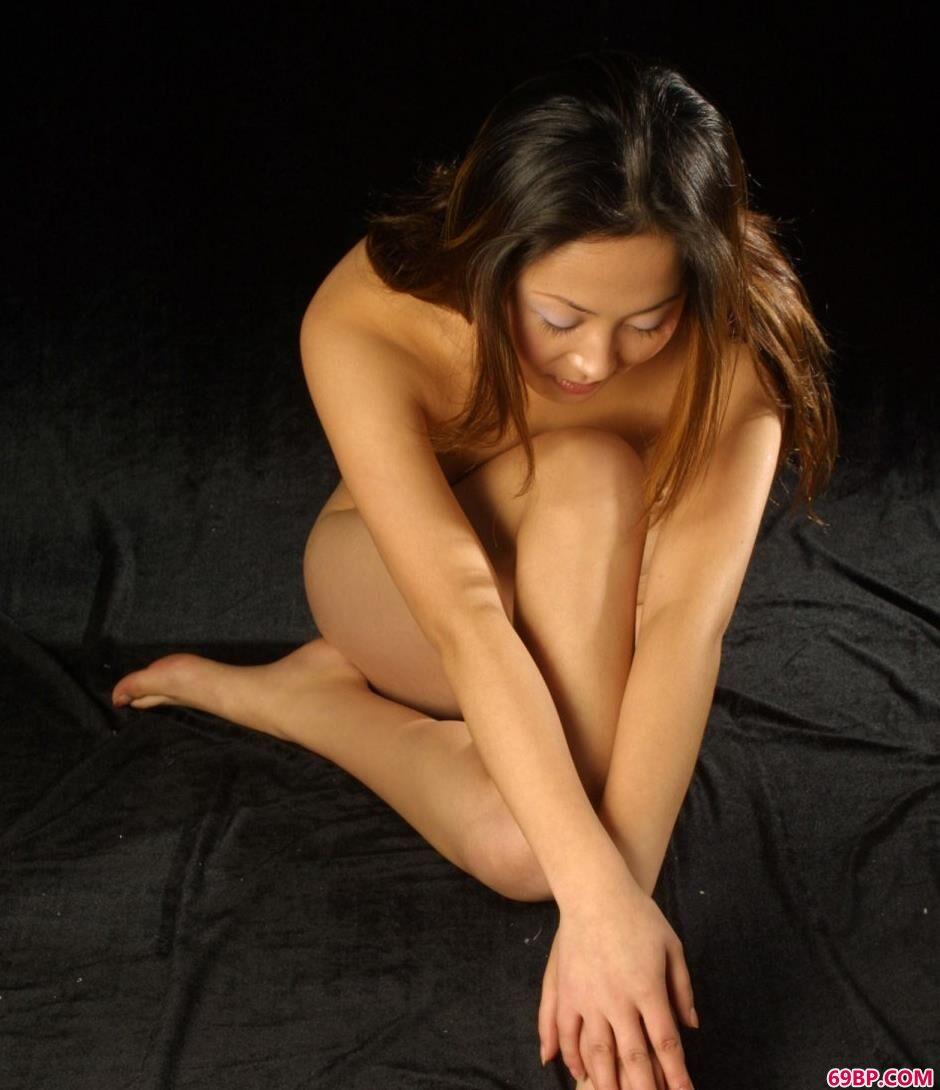 裸模雨晴室拍魅惑人体_人体艺术大图