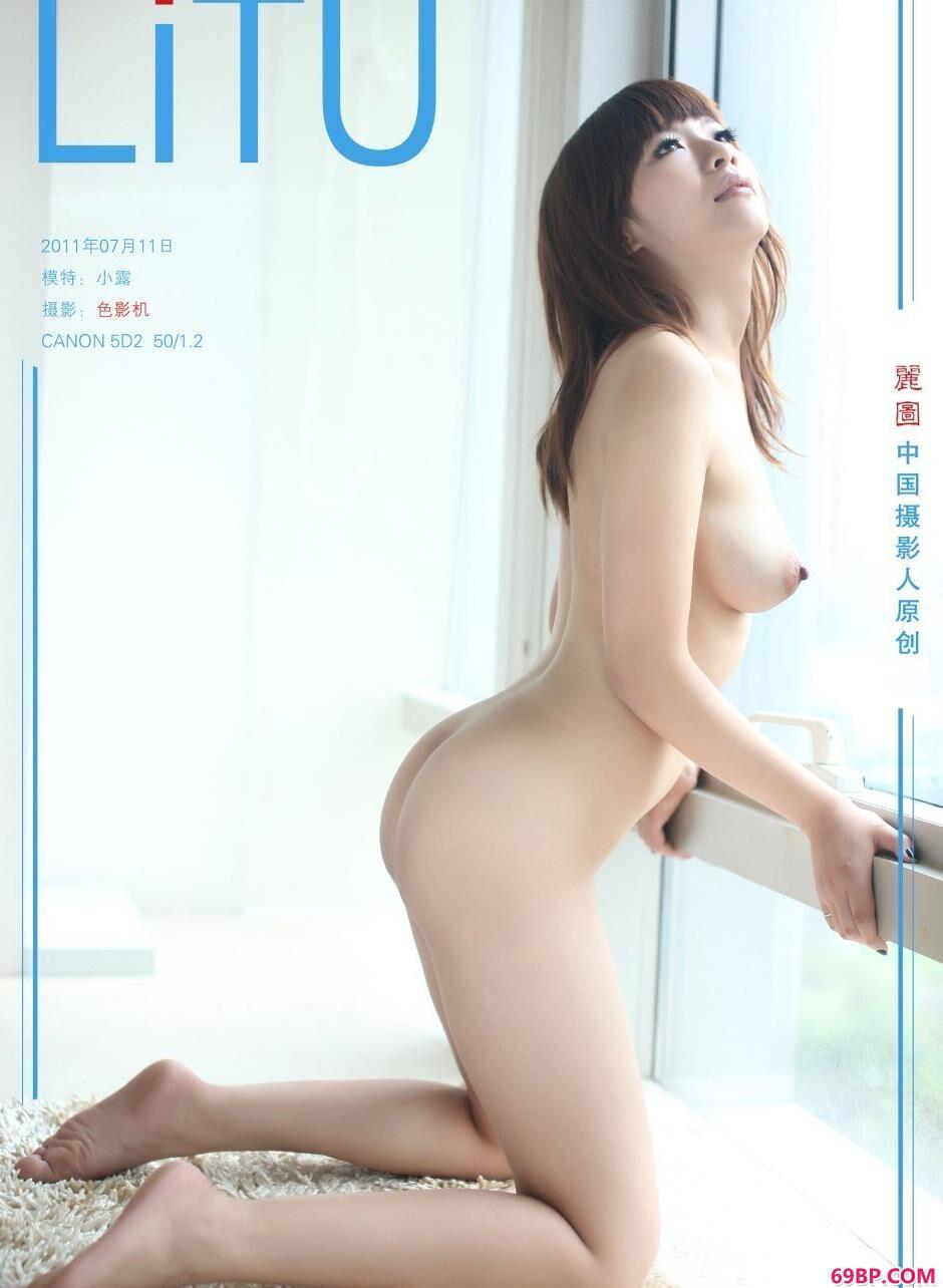 白俄罗斯女人裸体艺术_名模小露阳台前的撩人美体