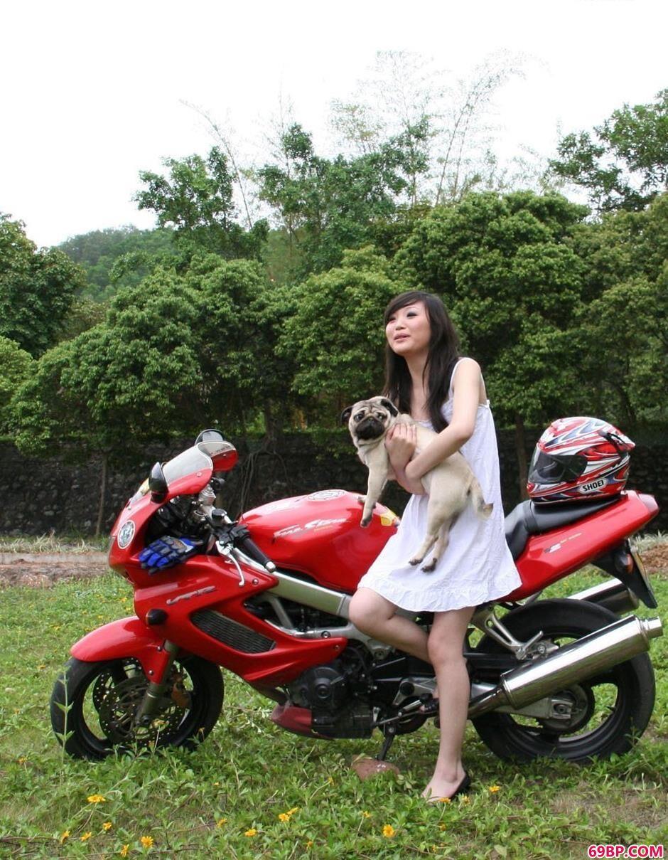 韩国人体艺术网_嫩模小雨参加摩托跑车人体艺术展