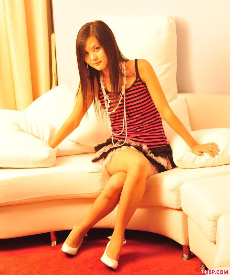 柳菁菁高清人体艺术写真图片,美模湘湘公寓里的清纯美体