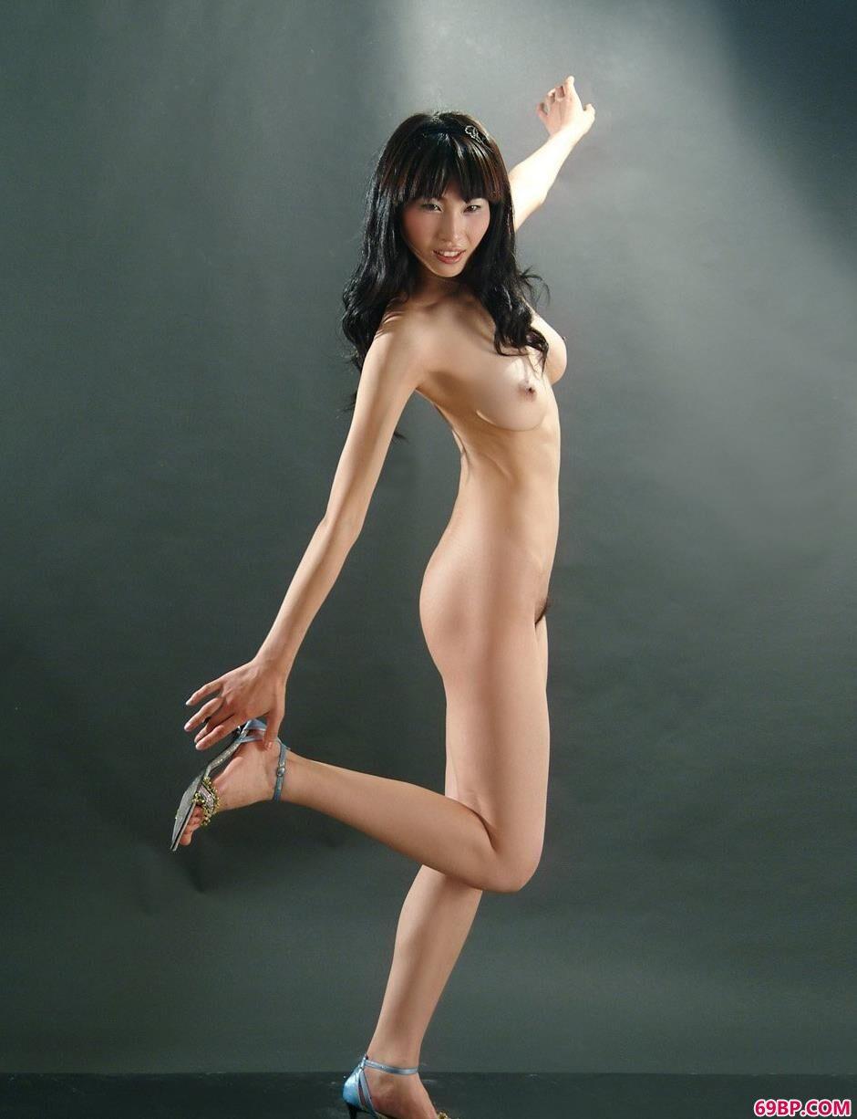 骨感靓女薇薇古典椅上的经典人体_邻居少妇水好多好紧