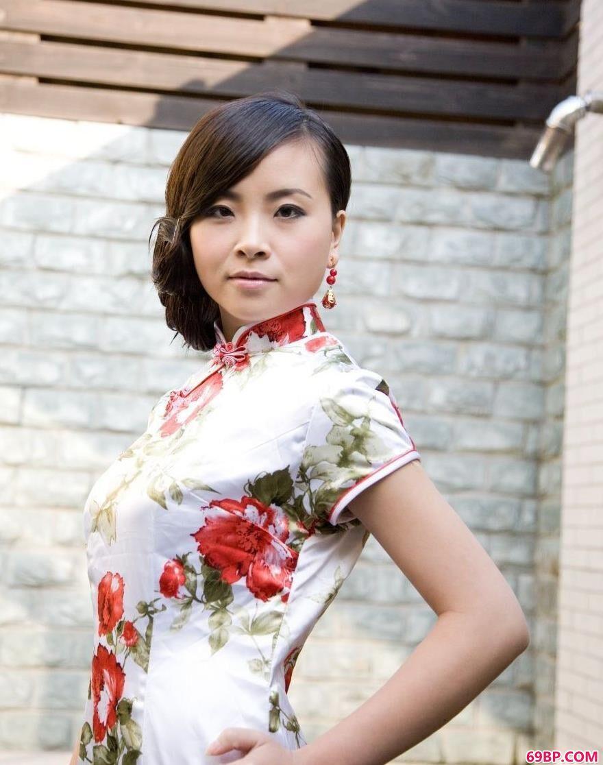 亚裔旗袍嫩模KATYAU1