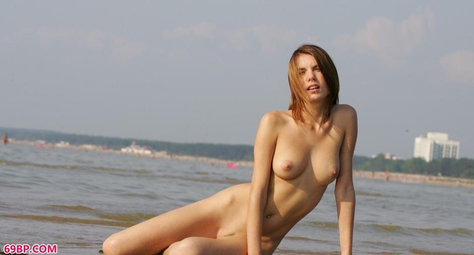 大胆r体艺术_裸模Belka海边美丽人体