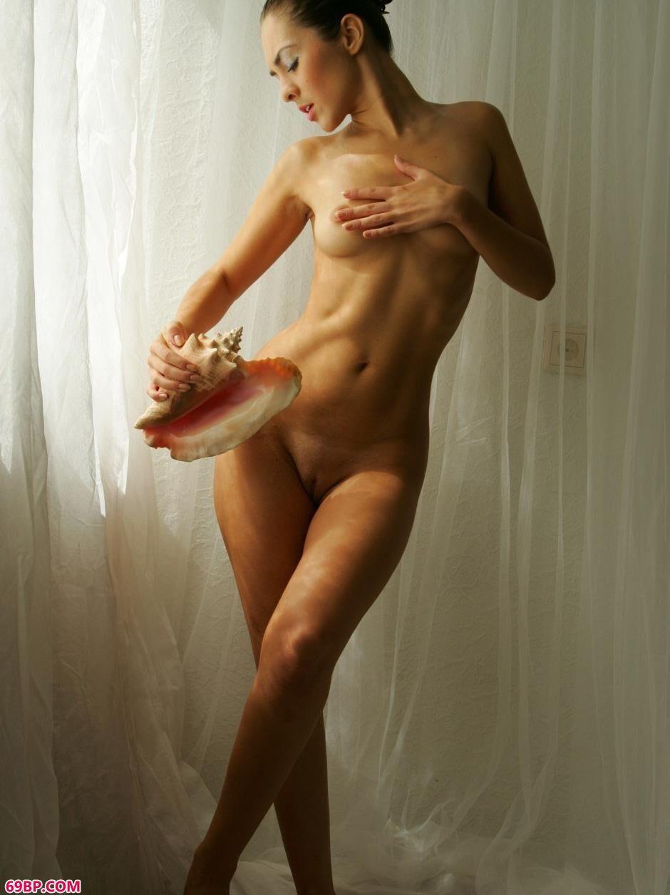 名模奥尔加室拍无圣光海螺人体1,gogo人体艺术欣赏