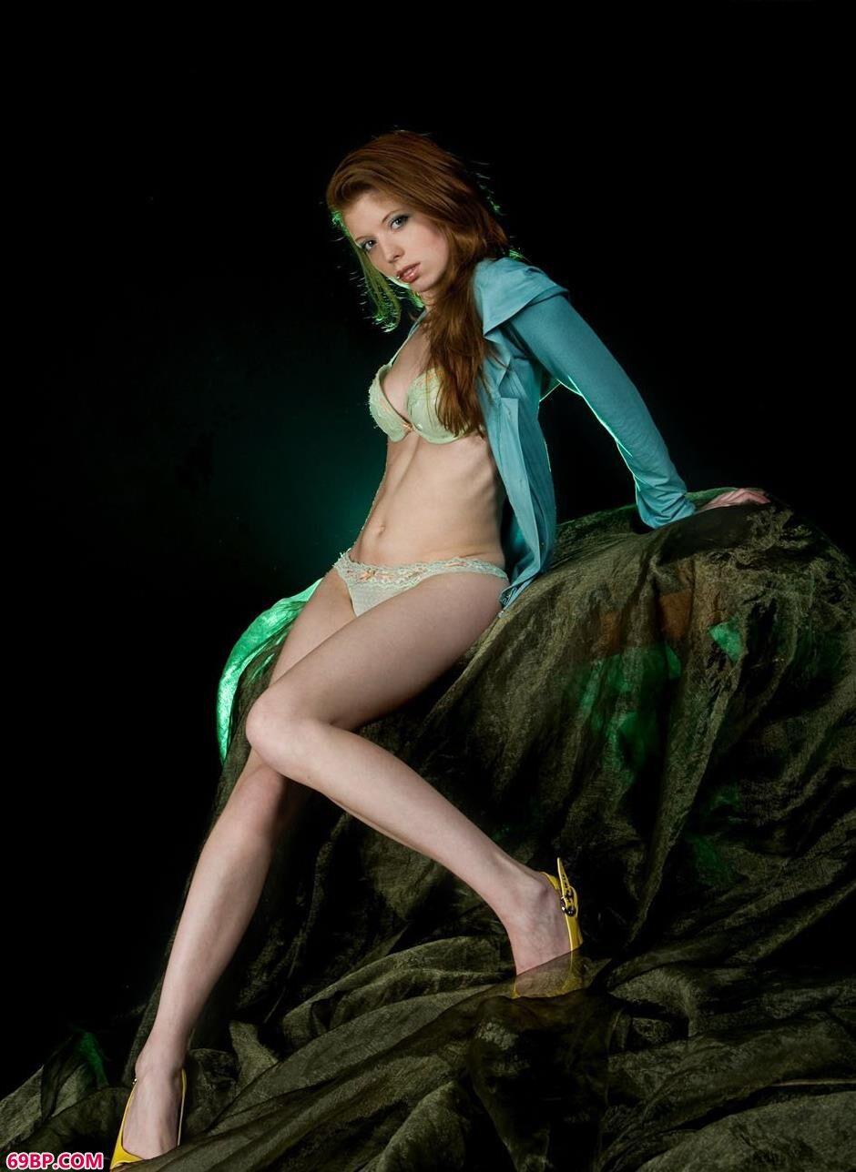 GG国模人体艺术,靓妹海伦室拍美丽湿身人体1